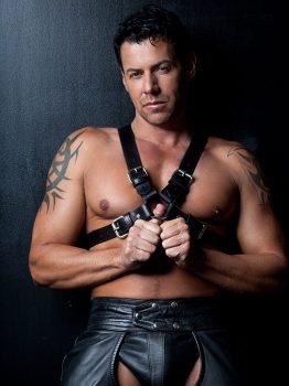 male muscle gay porn star Kristian Alvarez | hotmusclefucker.com
