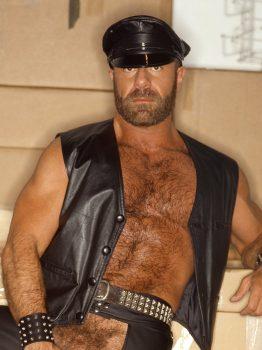 male muscle porn star: Andrew Berlin, on hotmusclefucker.com